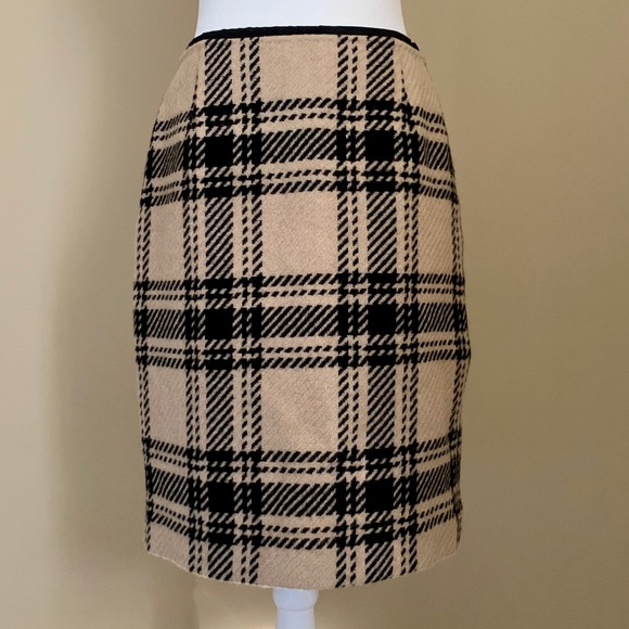 LOFT Dresses & Skirts - Ann Taylor Loft Camel Black Plaid skirt Size 6